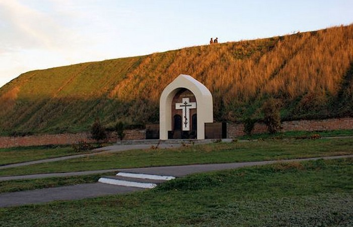 Картинки по запросу Памятник казакам, погибшим в Азове.